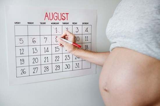Khám và dưỡng thai là những chi phí cần thiết để kiểm tra sức khỏe thai nhi