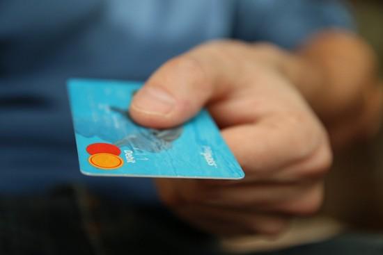 Thanh toán bằng tiền mặt thay cho thẻ tín dụng