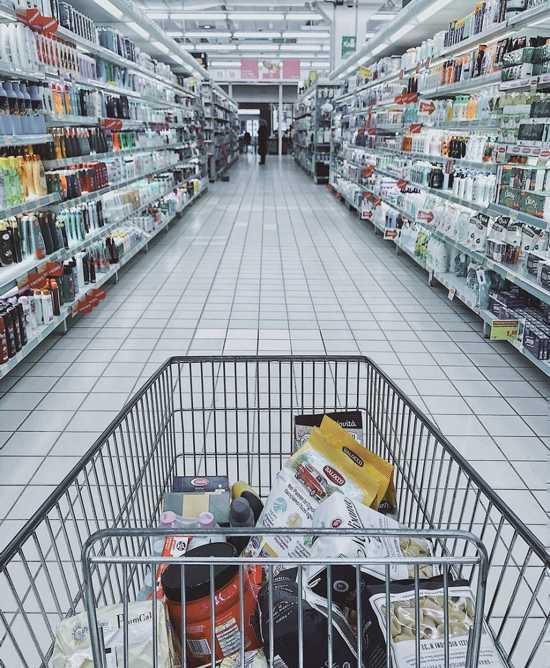 Săn các chương trình khuyến mãi để giảm chi phí mua thực phẩm, đồ dùng