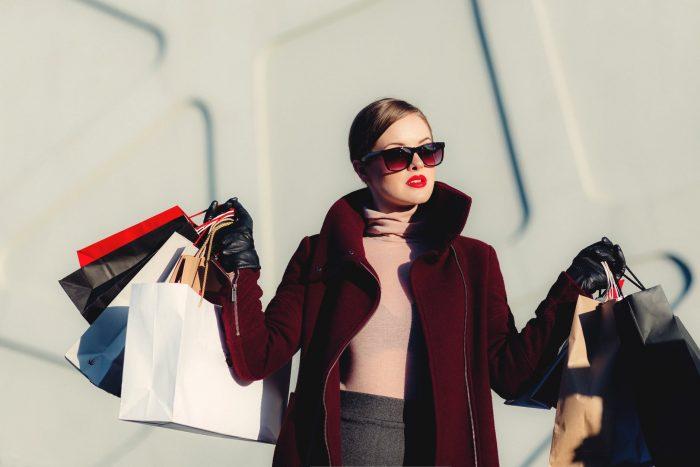 Cô nàng độc thân chi tiêu nhiều tiền hơn cho mua sắm, giải trí