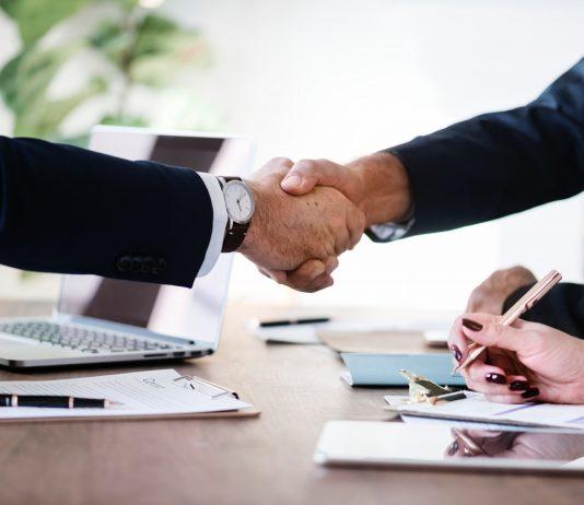 Hai anh em dắt tay nhau thành tỷ phú đôla ở tuổi gần 60 nhờ thành lập công ty an ninh mạng trị giá 13 tỷ USD