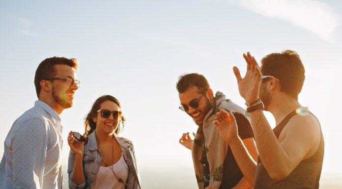 Triệu phú Canada chỉ ra 3 thứ 'ngu ngốc' mà người trẻ lãng phí tiền mua