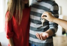Lãi suất vay mua nhà ngày càng cao, gây áp lực cho người trả nợ