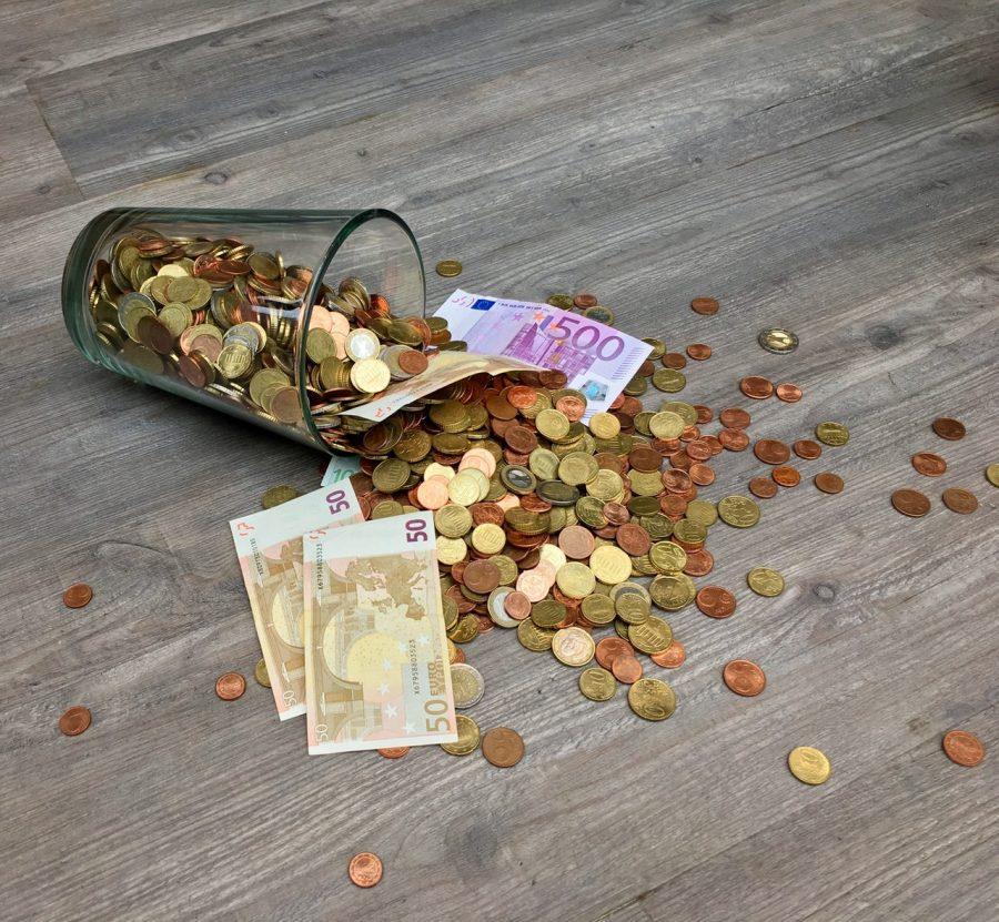 13 thứ người giàu hiếm khi mua còn người nghèo vay nợ để có được