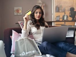 Đánh giá dịch vụ hỗ trợ 2 kênh mua sắm trực tuyến Shopee và Lazada