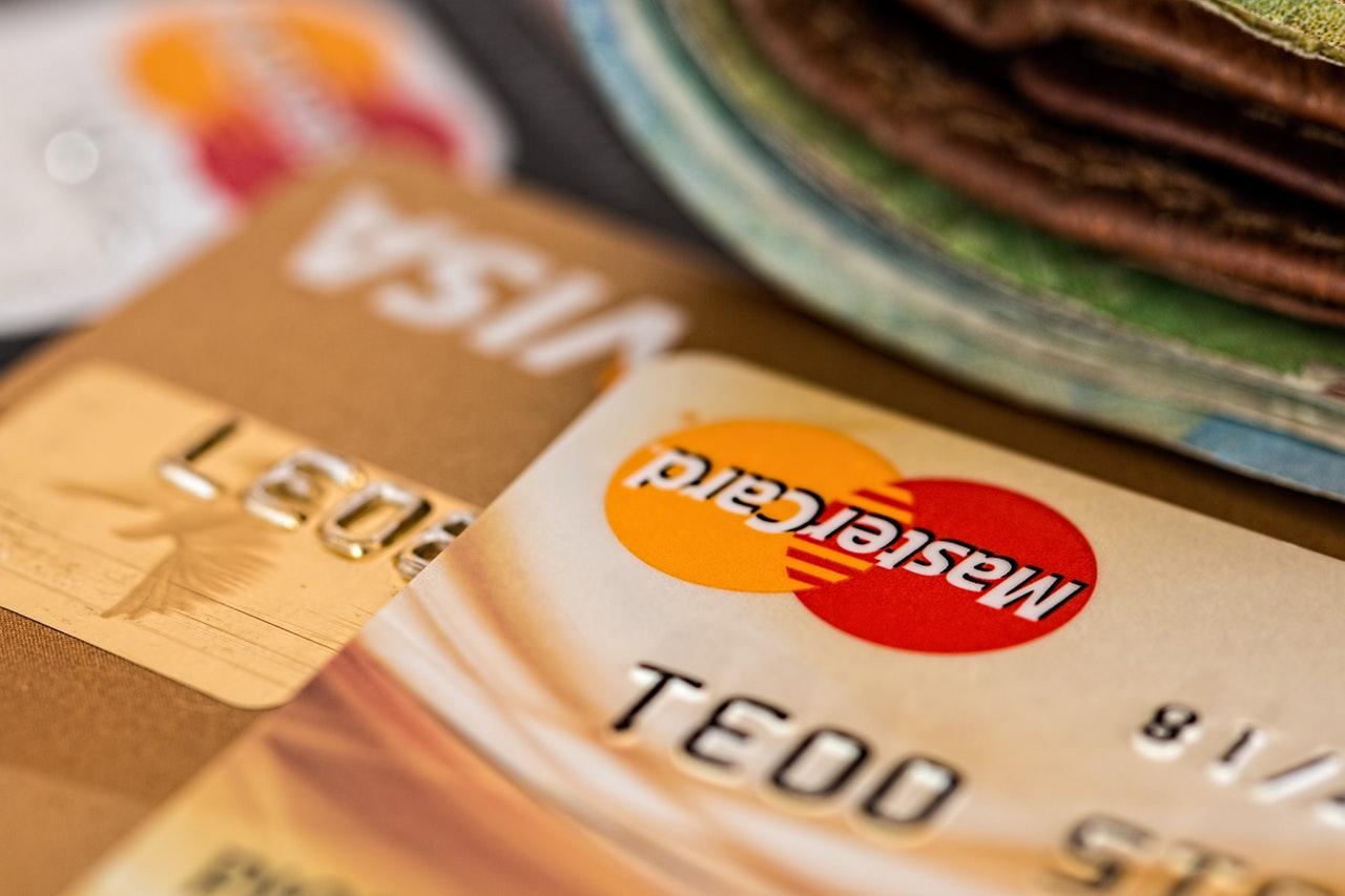 Hưởng nhiều ưu đãi khi chi tiêu qua thẻ tín dụng dịp 30/4